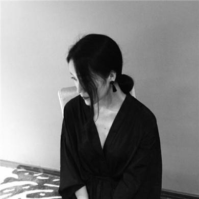 qq唯美黑白微信性感美女头像第7张