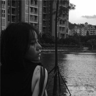 qq唯美黑白微信性感美女头像第10张