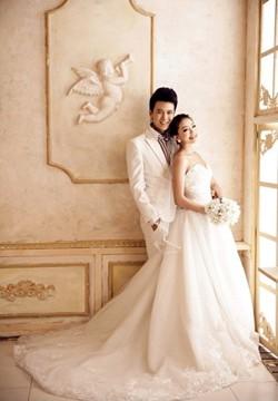 优雅新娘唯美白色婚纱摄影