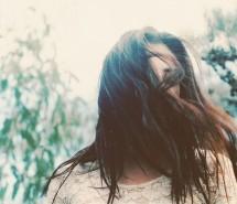 [伤感女生图片]曾经以为,伤心是会流很多眼泪的